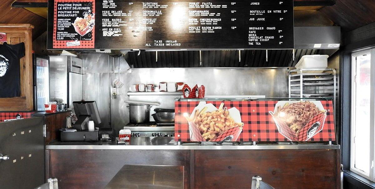 La cuisine est ouverte jusqu'à 4 heures du matin les vendredis et samedis.