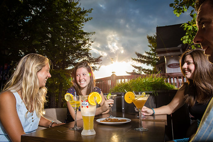 Tremblant's pedestrian village offers more than 40 cafés, bars and restaurants to help you decompress as you share a few happy hours with your colleagues.