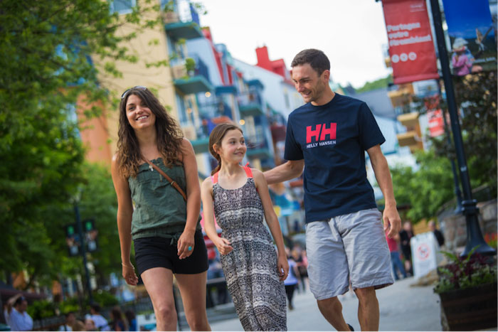 Tremblant family in the village / Famille dans le village