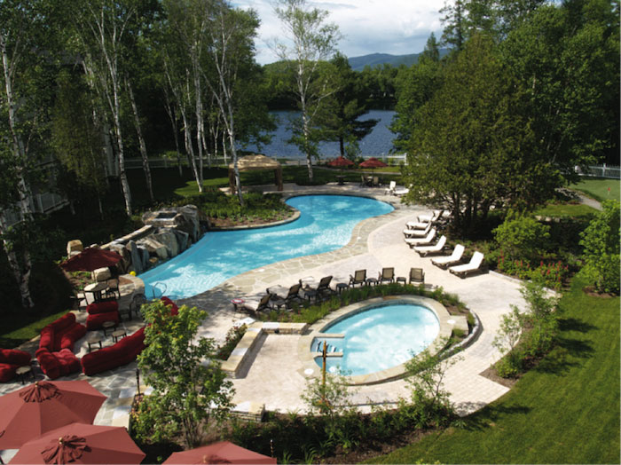 Tremblant Pool / Piscine