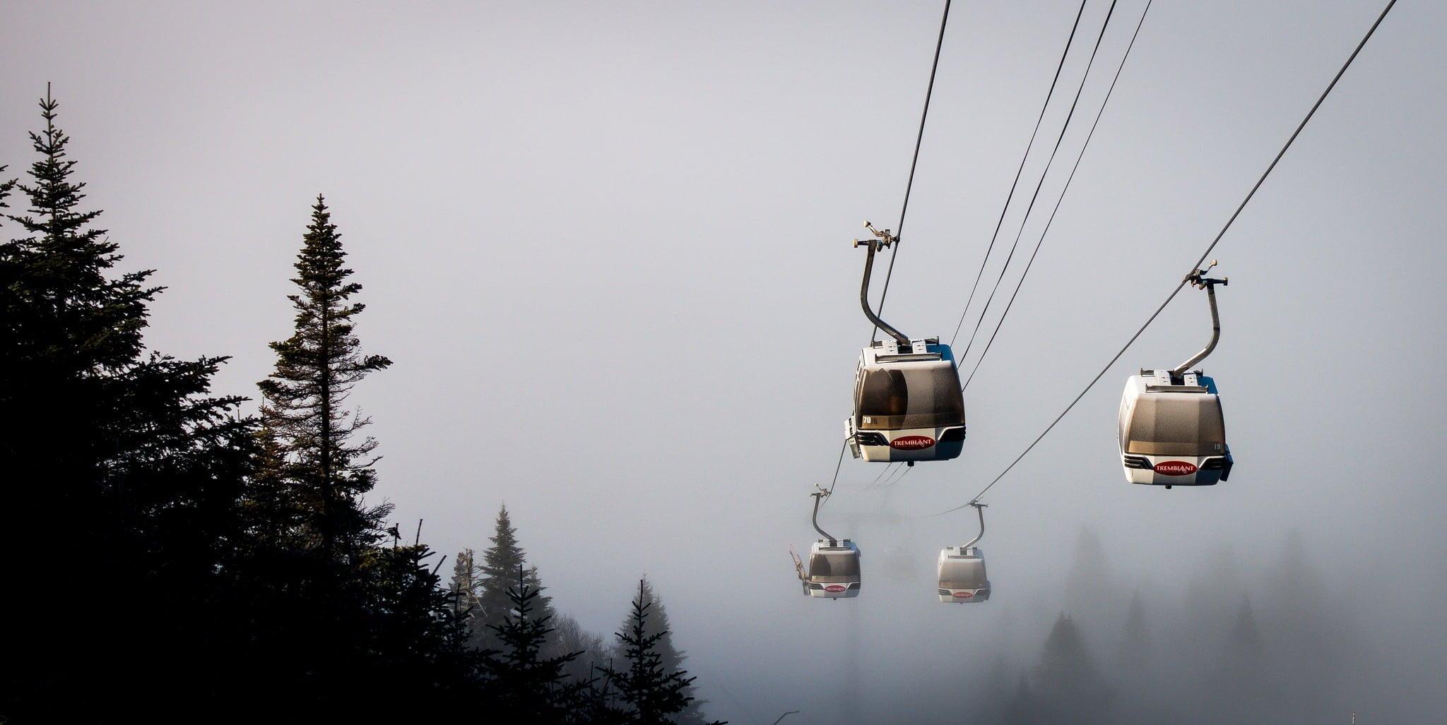 snow clouds neige tremblant gondola télécabine
